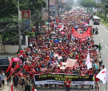 12,000 workers and urban poor from the #OccupyPabahay in Pandi, Bulacan march to Welcome Rotonda in Quezon City before going to the historic Liwasang Bonifacio to meet up with the contingent from southern Manila.