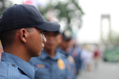 Policemen line up to ensure that protesters do not occupy the whole avenue.