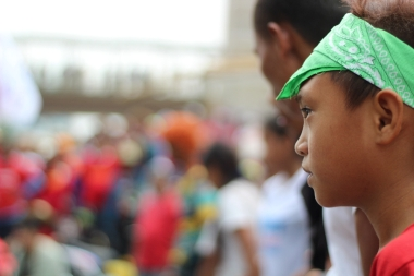 A child of a worker looks on as workers line up to begin the march to Liwasang Bonifacio.